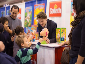 kids playing, goliath games, Chitag, navy pier